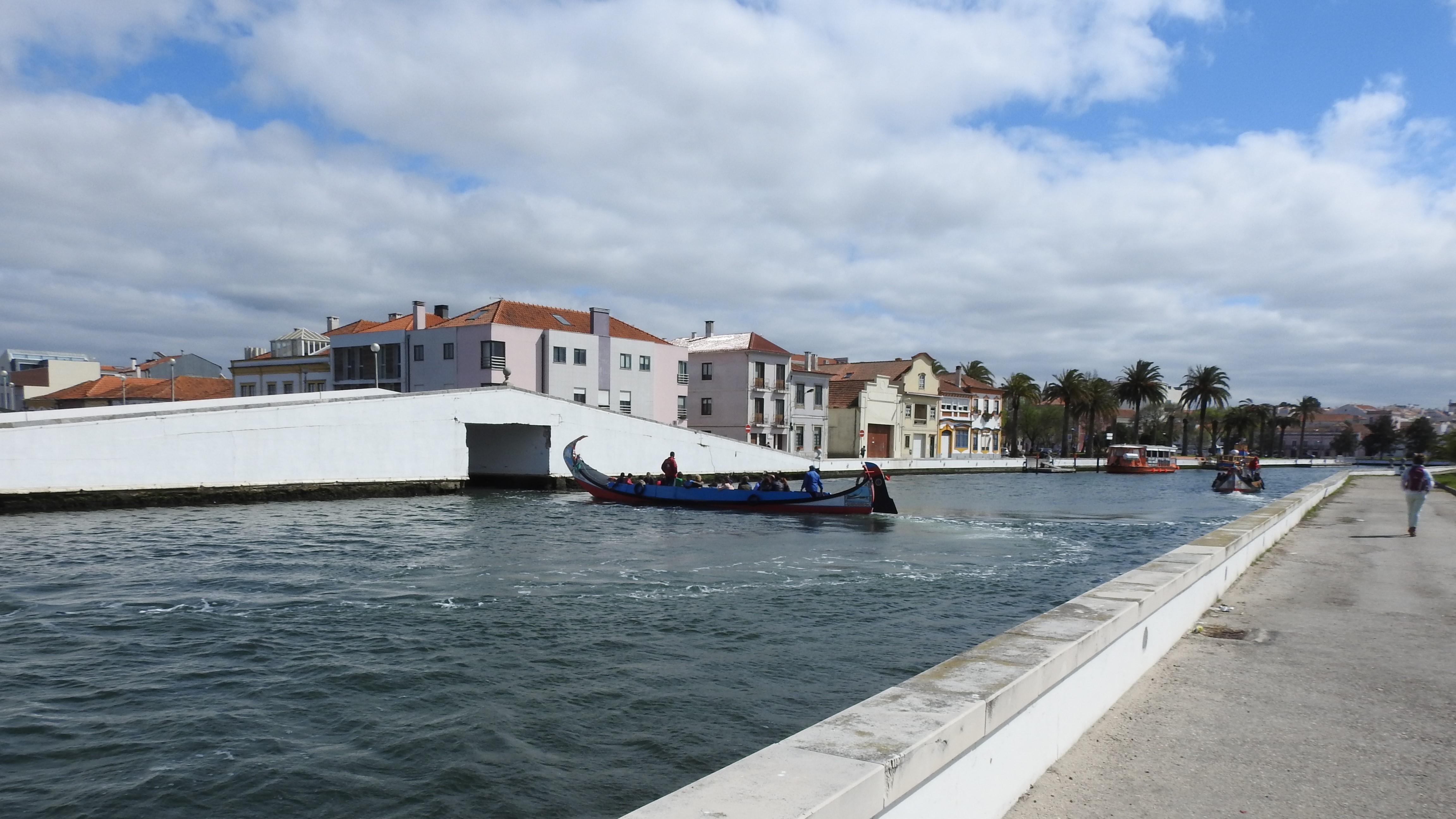 Exploring the many canals of Aveiro