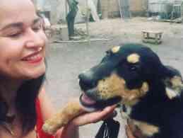 Rosana Jambo luta contra os maus tratos de animais