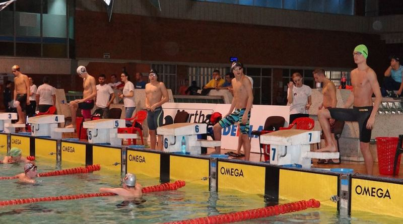 pitesti - Primele medalii pentru înotători