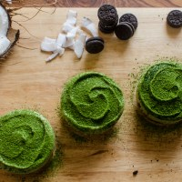 Matcha Green Tea Mini Cheesecakes with Double Chocolate Oreos and Coconut Cream Cheese