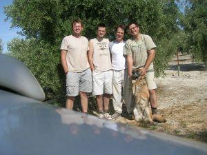 Los cuatro en el olivar el verano pasado.