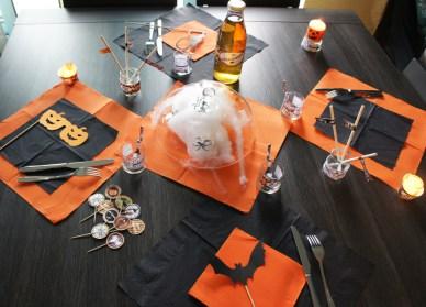 https://i2.wp.com/olive-banane-et-pasteque.com/wp-content/uploads/2013/10/table-Halloween.jpg?resize=388%2C279
