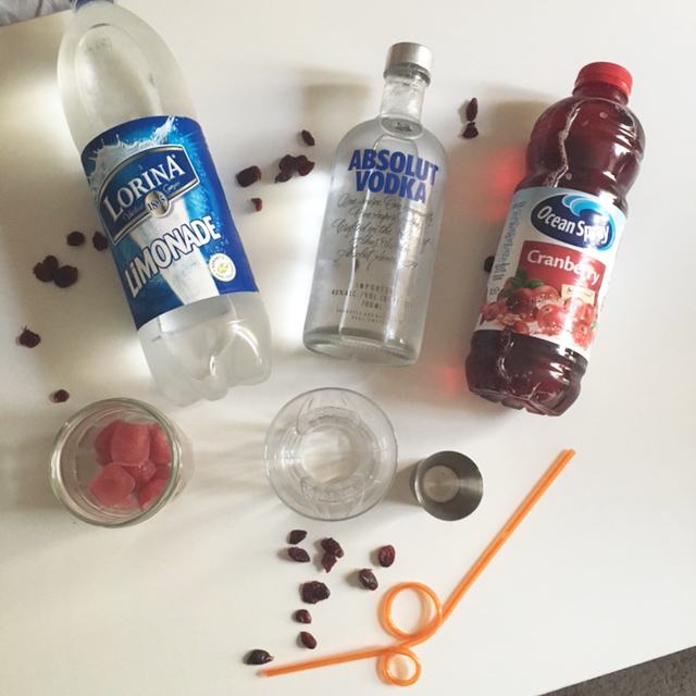 ingredients-cocktail-vodak-cranberry