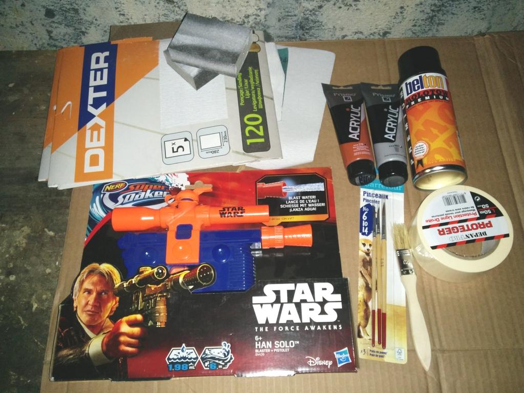 Le matériel pour customiser le pistolet à eau Star Wars
