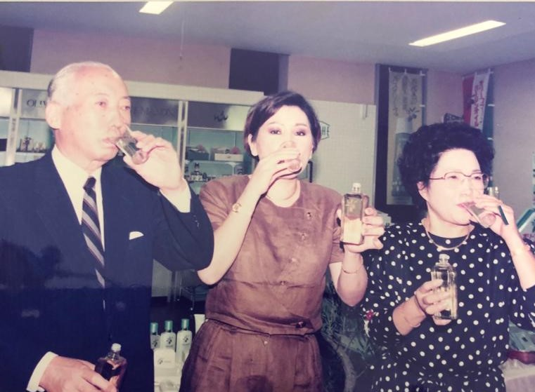 Directors of Nippon Olive Co. Ltd and Olive Beauty Care drinking Olive Manon Virgin Oil