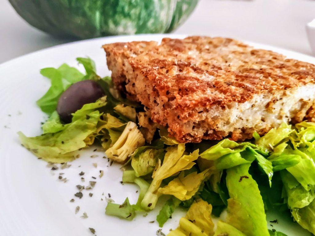 Hamburger-di-pesce-forno-con-sedano-e-olive