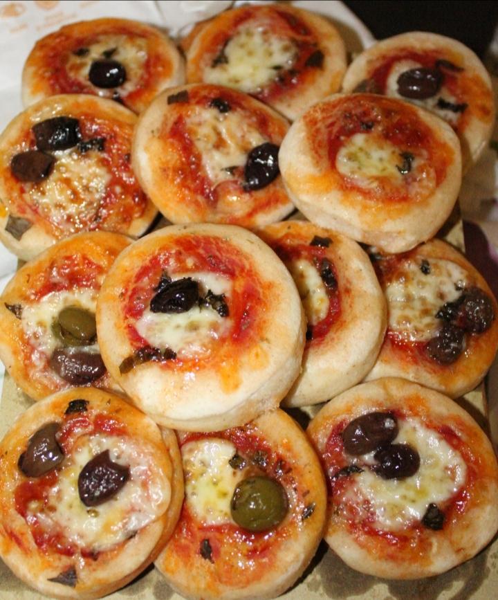 pizzette olive e formaggio