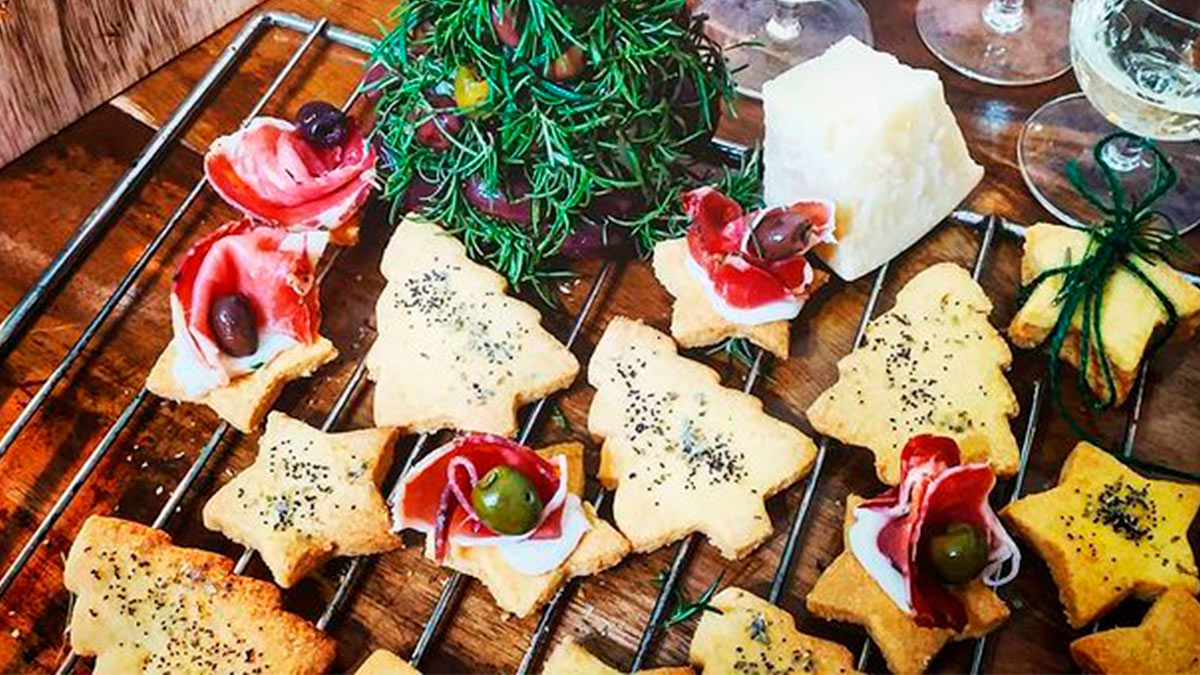 biscotti salati con formaggio e olive
