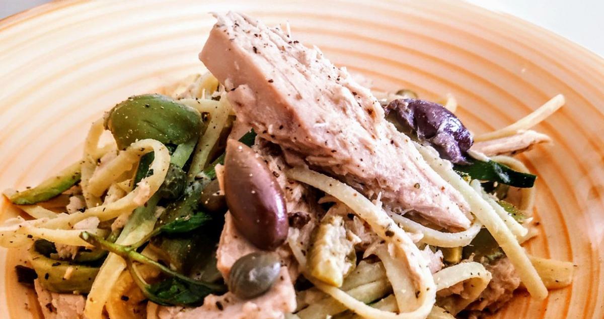 Pasta-con-olive-capperi-e-tonno