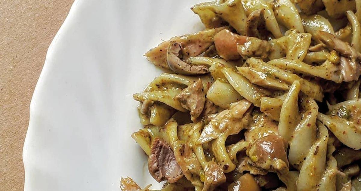 fusilloni-pesto-di-pistacchio-e-olive