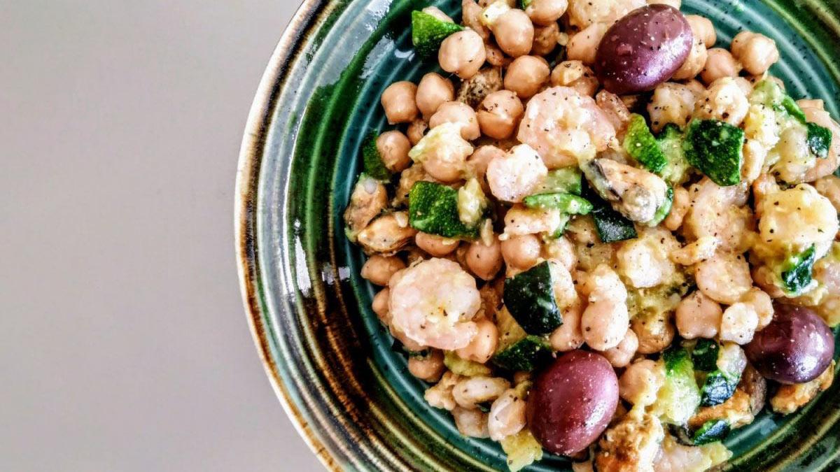 Insalata-di-ceci-gamberetti-e-olive