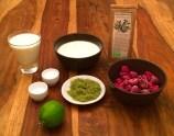 Nur wenige Zutaten werden für die Zubereitung einer Olivenblätter-Joghurtbombe benötigt