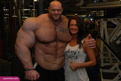 Largest-body-muscles-man-in-the-world-2015-Steroids-uk-9