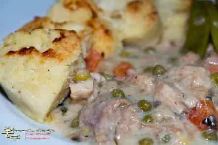 Hühnerfrikassee mit Gnocchi alla Romana und Bohnensalat