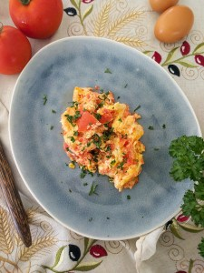 scrambled eggs tomato