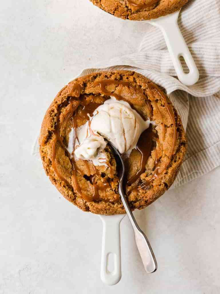 chai snickerdoodle skillet cookie with ice cream