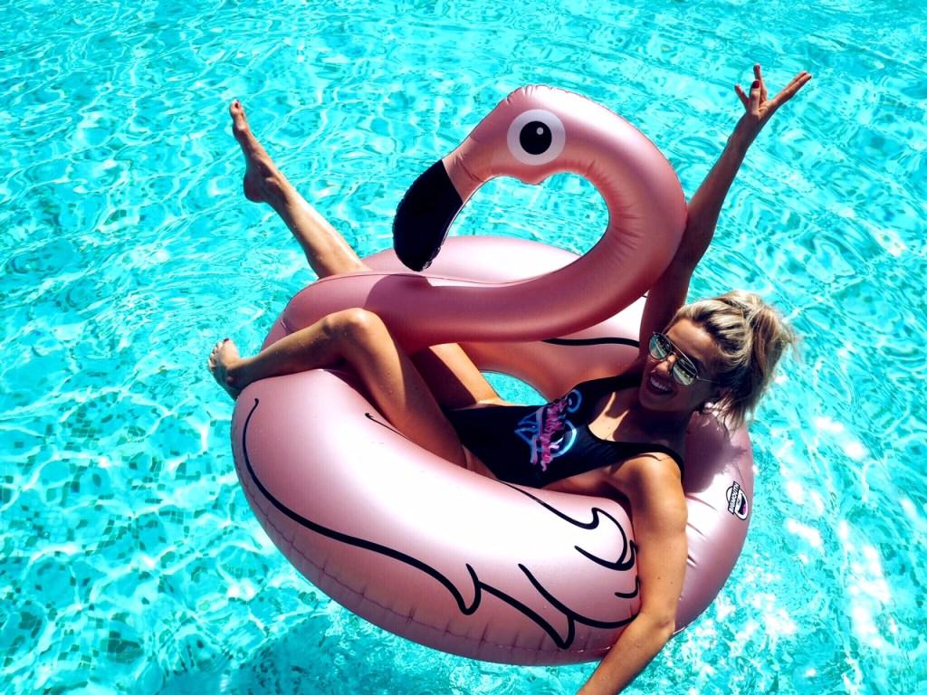 olivia cox, portugal, algarve, carvoeiro, albufeira, portimao, faro, monarch, flights, gatwick, flamingo, floatie, inflatable, lilo, alvor, blanco, blanco beach club, serge,