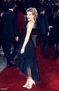 olivia cox, murder on the orient express, charlotte tilbury, red lip, coast, mode in pelle, red carpet, celebrity, pap shot, photographer, black dress, waist belt, cinched waist, heels, metallic, blonde, updo