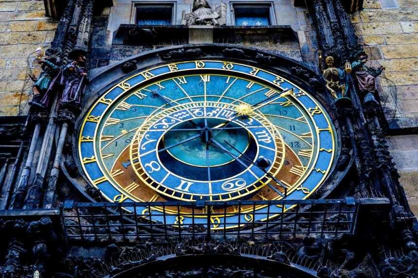 prauge clock
