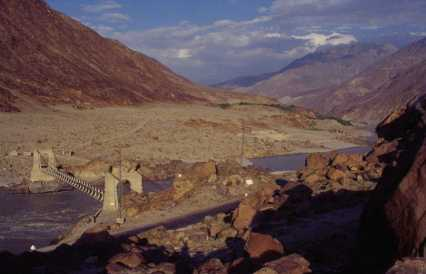 La vallée de l'Indus dans les environs de Chilas, le 23 août 1999