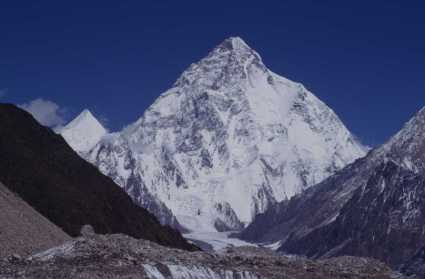 Le K2 (8611m) au téléobjectif, le 15 août 1999