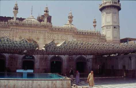 La mosquée Mahabat Khan à Peshawar, le 25 août 1999