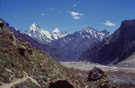 Plus bas le long du glacier du Ghandogoro, le 18 août 1999