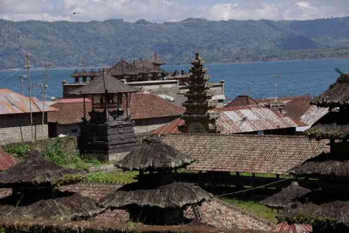 Le village animiste de Trunyan et ses temples, le 8 juillet 2007