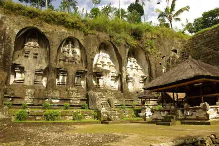 Cénotaphes royaux du XIe siècle dans le temple de Gunung Kawi, le 9 juillet 2007