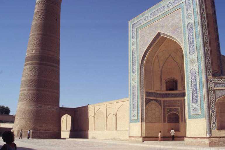 L'entrée de la mosquée Kalian de Boukhara, le 24 août 2004