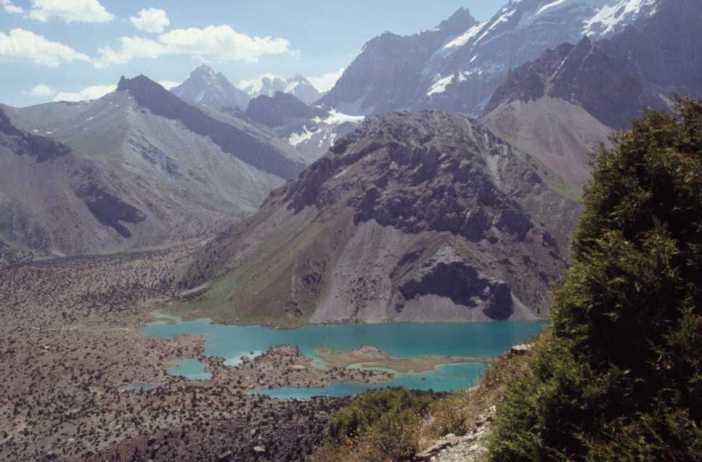 Les lacs de Koulikalon vus du col de Tchoukourak, le 16 août 2004