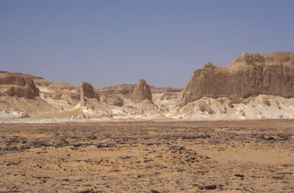 Une vue en direction de la région orientale du désert Blanc, le 15 avril 2006