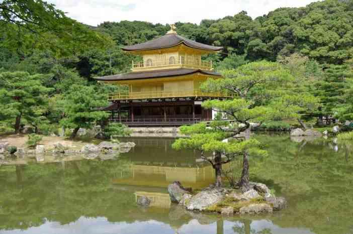 Le célèbre pavillon d'Or (Kinkaku-ji) de Kyōto, le 15 septembre 2007