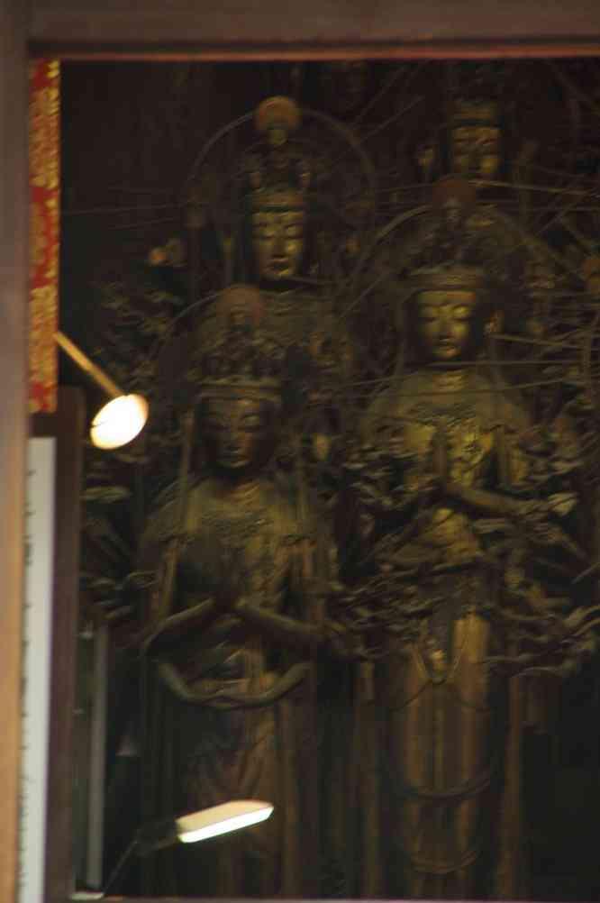 Photo clandestine des bouddhas du Sanjûsangen-dô (Kyōto), le 15 septembre 2007