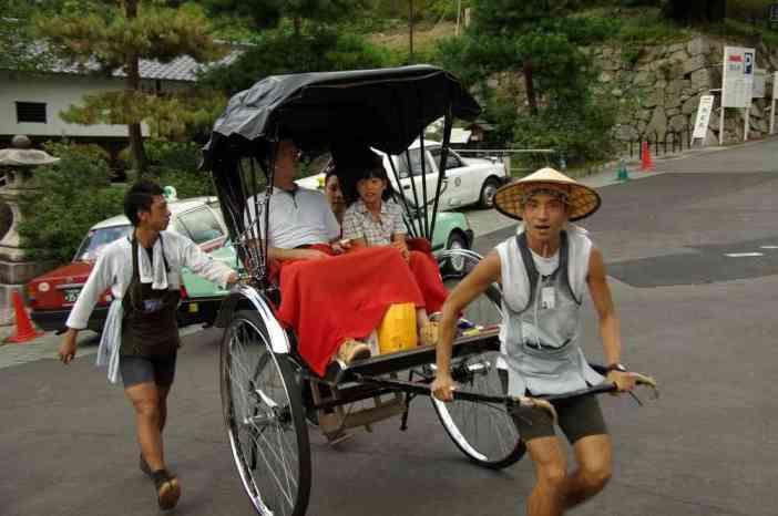 Pousse-pousse (pour les touristes) dans le quartier de Gion à Kyōto (15 septembre 2007)
