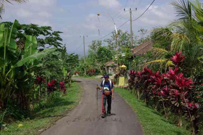 Traversée d'un hameau de la commune de Jatiluwih, le 6 juillet 2007