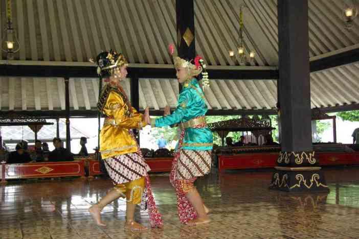 Danse traditionnelle javanaise dans le kraton de Yogyakarta, le 22 juillet 2007