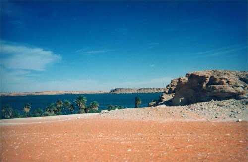 Le lac Yoa à Ounianga Kébir (24 février 1998)