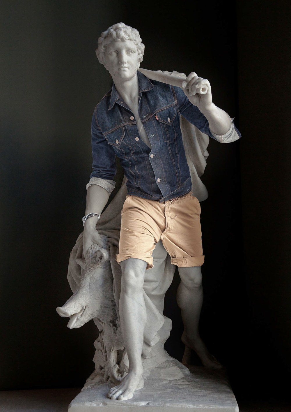 leo caillard statue habit2