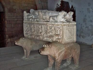 Sepulcro de Fernán Pérez de Andrade -1926/1997- na eirexa de Santo Francisco en Betanzos.