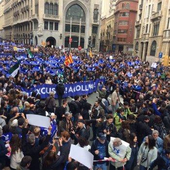 Millares de persoas en Barcelona piden ao goberno que acolla mais refuxiados