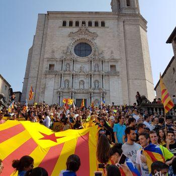 Milleiros de estudantes cataláns saen á rua en apoio dos detidos e do referendo
