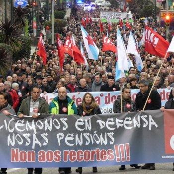 Protestan millares de persoas contra as pensións máis baixas do estado
