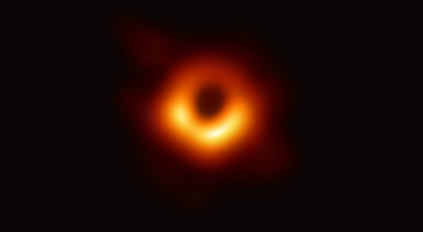 Após dous anos recollendo datos  o Event Horizon Telescope (EHT) anuncia imaxes de buraco negro