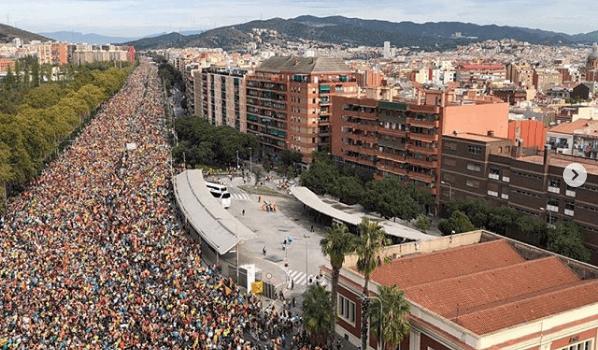 Uma multidão transborda Barcelona contra a sentença do Procés