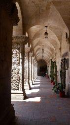 52 arequipa claustros walkway