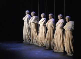 What-was-Ancient-Greek-Theatre-Clothing-Like