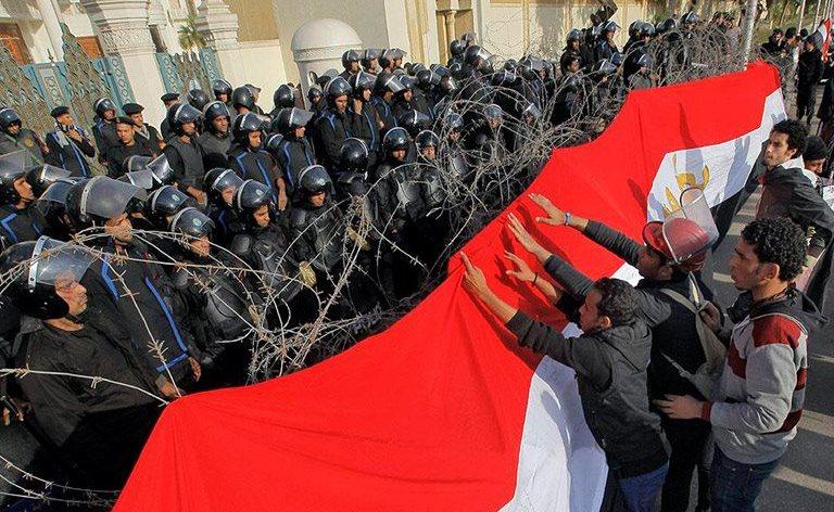 Κάιρο διαδηλωτες στρατος