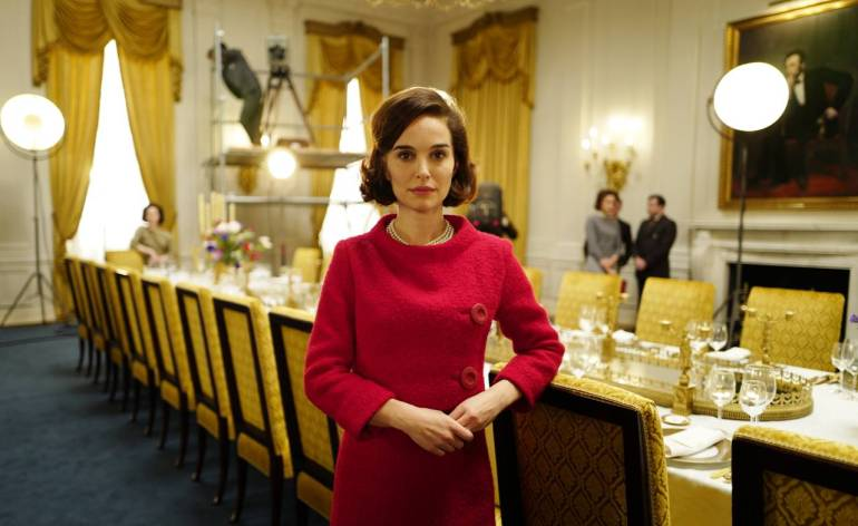 jackie-madeline-fontaine-interview-natalie-portman-red-suit-1280x800