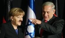 Η Μέρκελ εμφανίστηκε στο Ισραήλ με…χιτλερικό μουστάκι – Τα παιχνίδια του φωτογραφικού φακού